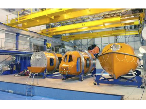 直升机水上及水下逃生模拟训练系统